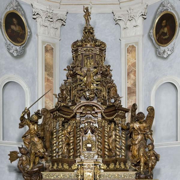 Chiesa di Rovenna - Altare
